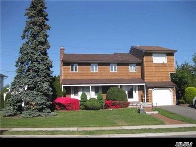 Nassau County Single Family Home For Sale: 26 Sutton Ter