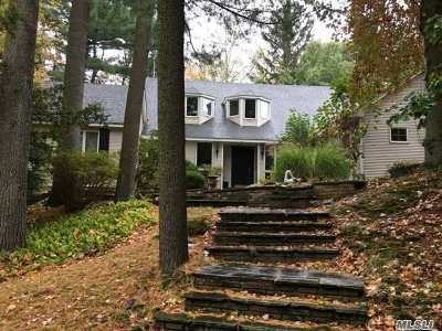 Nassau County Single Family Home For Sale: 8 Woodstock Ct