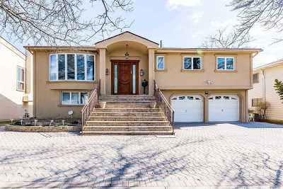 Nassau County Single Family Home For Sale: 639 Golf Dr