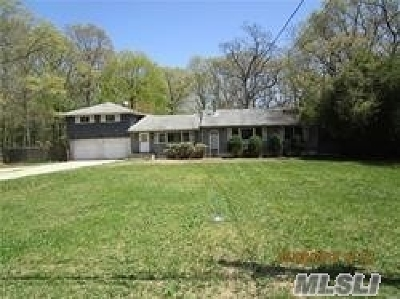 Central Islip Single Family Home For Sale: 53 Deer Path Rd