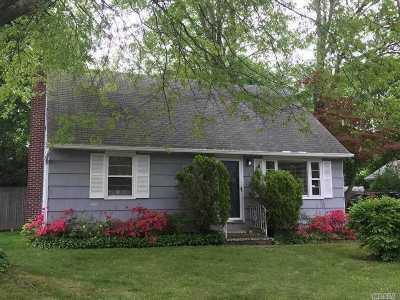 Huntington Single Family Home For Sale: 6 Field Pl