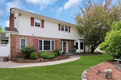Oakdale Single Family Home For Sale: 246 Connetquot Dr