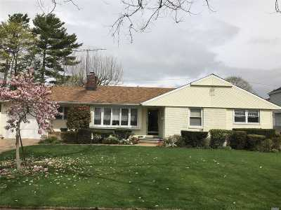 Westbury NY Single Family Home For Sale: $599,999