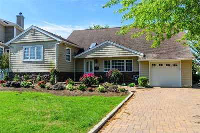 Single Family Home For Sale: 2852 Lindenmere Dr