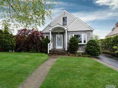 Carle Place NY Single Family Home For Sale: $429,000