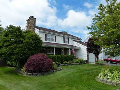 Manorville Single Family Home For Sale: 12 Lea Ave