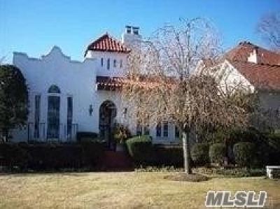 Single Family Home For Sale: 350 Frankel Blvd