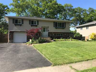 Smithtown Single Family Home For Sale: 15 Seaver Ln