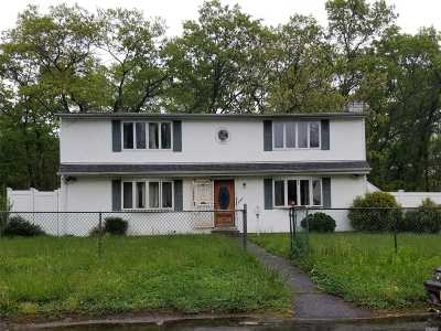 Wyandanch Single Family Home For Sale: 241 Parkway Blvd
