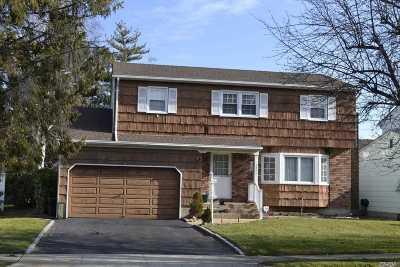 Merrick Single Family Home For Sale: 2395 Mc Cord Ave