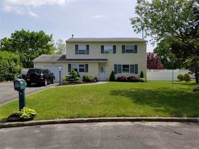 Patchogue Single Family Home For Sale: 8 Florence Ct