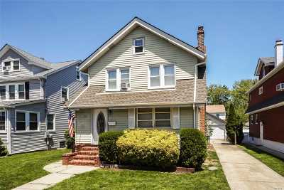 Lynbrook Single Family Home For Sale: 10 Everett St