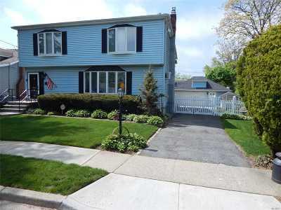 Hewlett Single Family Home For Sale: 1624 Hewlett Ave