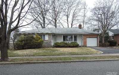 Westbury NY Single Family Home For Sale: $539,900