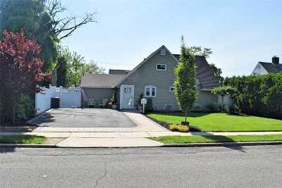 Westbury NY Single Family Home For Sale: $578,888