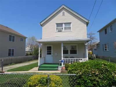 Port Washington Single Family Home For Sale: 19 Henderson Ave