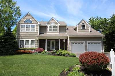 S. Setauket Single Family Home For Sale: 70 Province Dr