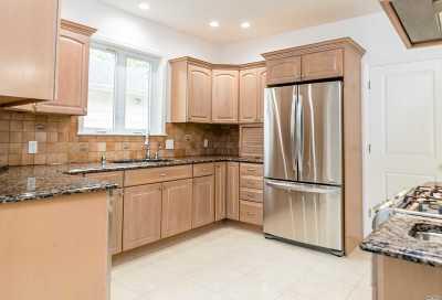 Hewlett Single Family Home For Sale: 114 Sheridan Ave