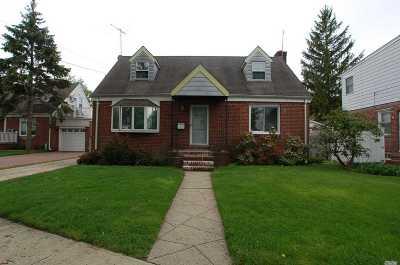 New Hyde Park Single Family Home For Sale: 21 Kamda Blvd
