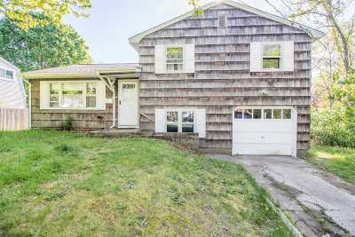 Patchogue Single Family Home For Sale: 54 Thorburn Ave