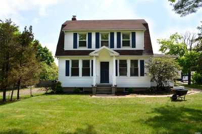 Holbrook Single Family Home For Sale: 957 Broadway Ave