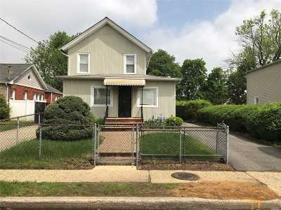 Freeport Multi Family Home For Sale: 26 W Seaman Ave