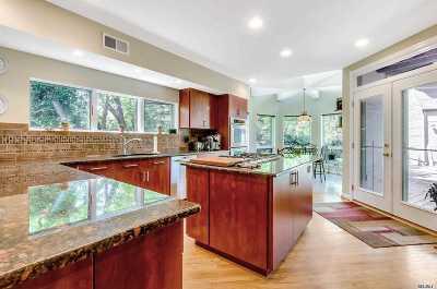 Shoreham Single Family Home For Sale: 30 Dartmouth Rd