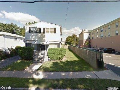 Westbury NY Single Family Home For Sale: $520,000
