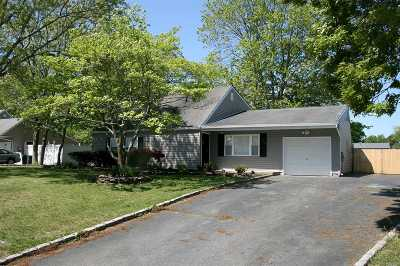 Medford Single Family Home For Sale: 14 Silver Pine Dr