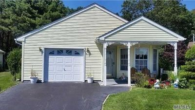 Manorville Condo/Townhouse For Sale: 402 Village Cir