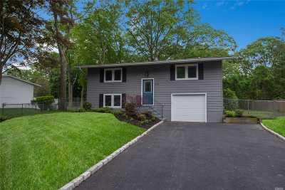E. Setauket Single Family Home For Sale: 45 Fireside Ln
