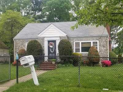 Huntington Sta NY Single Family Home For Sale: $262,900