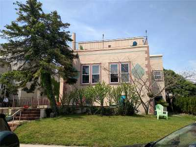 Long Beach Single Family Home For Sale: 55 W Beech St