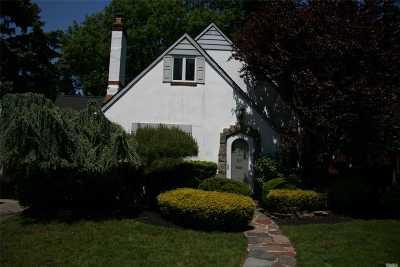 Rockville Centre Single Family Home For Sale: 21 Salem Rd