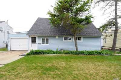 Levittown Single Family Home For Sale: 90 Stonecutter Rd