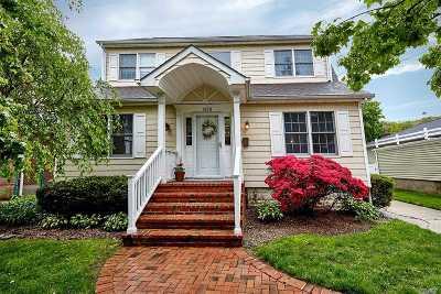 Merrick Single Family Home For Sale: 1878 Carroll Ave