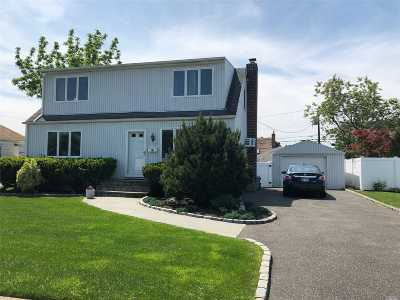 Levittown Single Family Home For Sale: 3556 Mallard Rd