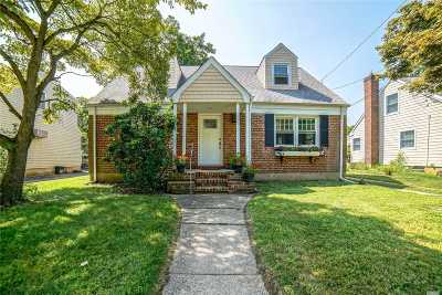 Port Washington Single Family Home For Sale: 40 Shadyside Ave