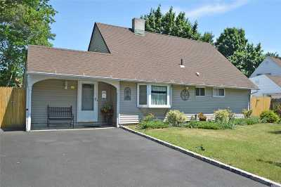 Levittown Single Family Home For Sale: 43 Woodpecker Ln