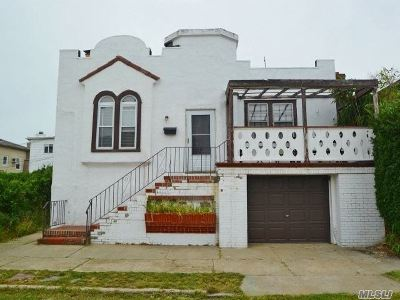 Long Beach Multi Family Home For Sale: 105 Mitchell Ave