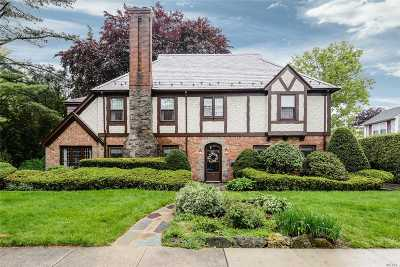 Garden City Single Family Home For Sale: 140 Brompton Rd