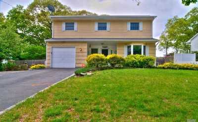 Holbrook Single Family Home For Sale: 146 Avenue C