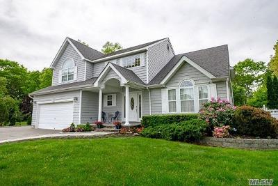 Holbrook Single Family Home For Sale: 74 Buckingham Dr