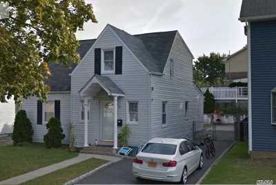 New Hyde Park Single Family Home For Sale: 40 Allen St
