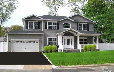 Massapequa Single Family Home For Sale: 144 Berkeley Pl