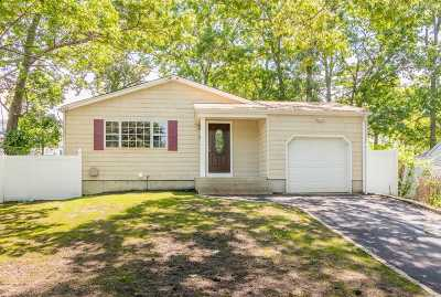 Farmingville Single Family Home For Sale: 6 Laurel Pl