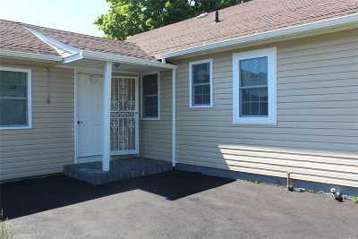 Wyandanch Single Family Home For Sale: 118 Davidson St