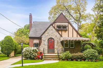 Rockville Centre Single Family Home For Sale: 138 Cleveland Ave