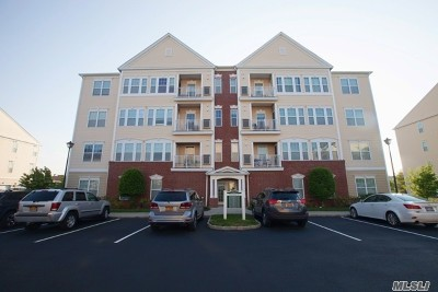central Islip Condo/Townhouse For Sale: 1133 Kirkland Ct