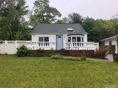 Farmingville Single Family Home For Sale: 31 Columbus Ave